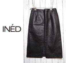 画像1: 【値下げしました】着回し◎ 手洗いOK INED(イネド)レザータッチ ナイロン素材ブラックスカート  サイズ:2(ウエスト:68cm)【レディース】【USED】 (1)